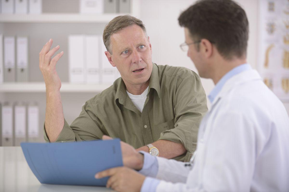 Certains clients placent leur intérêt en premier et ne sont pas prêts à transiger. Ils essaient d'imposer leur volonté à l'équipe médicale.